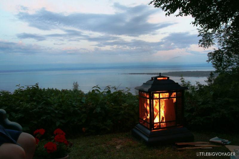 Blick auf die Baie-Saint-Paul am Abend