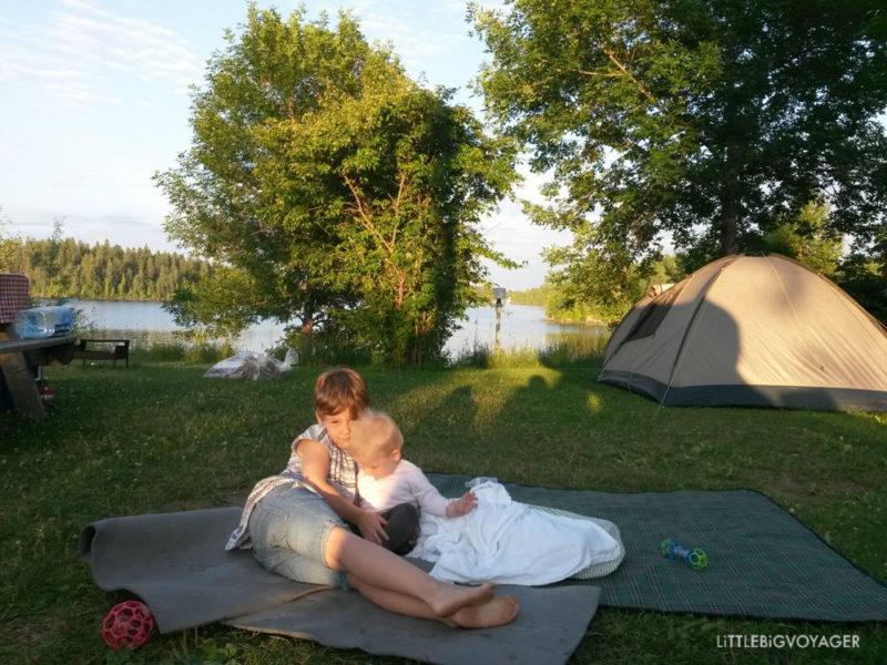 Kinder beim Campen