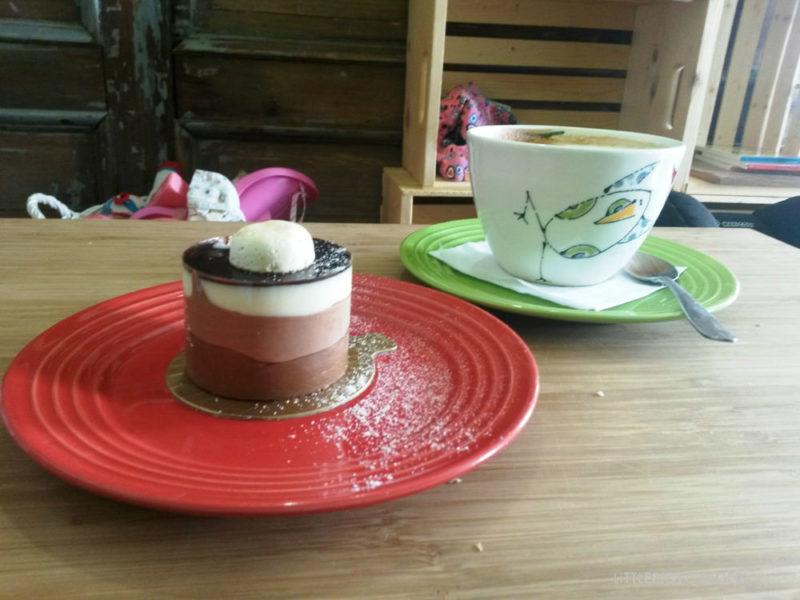 Törtchen und Kaffee in 4poches